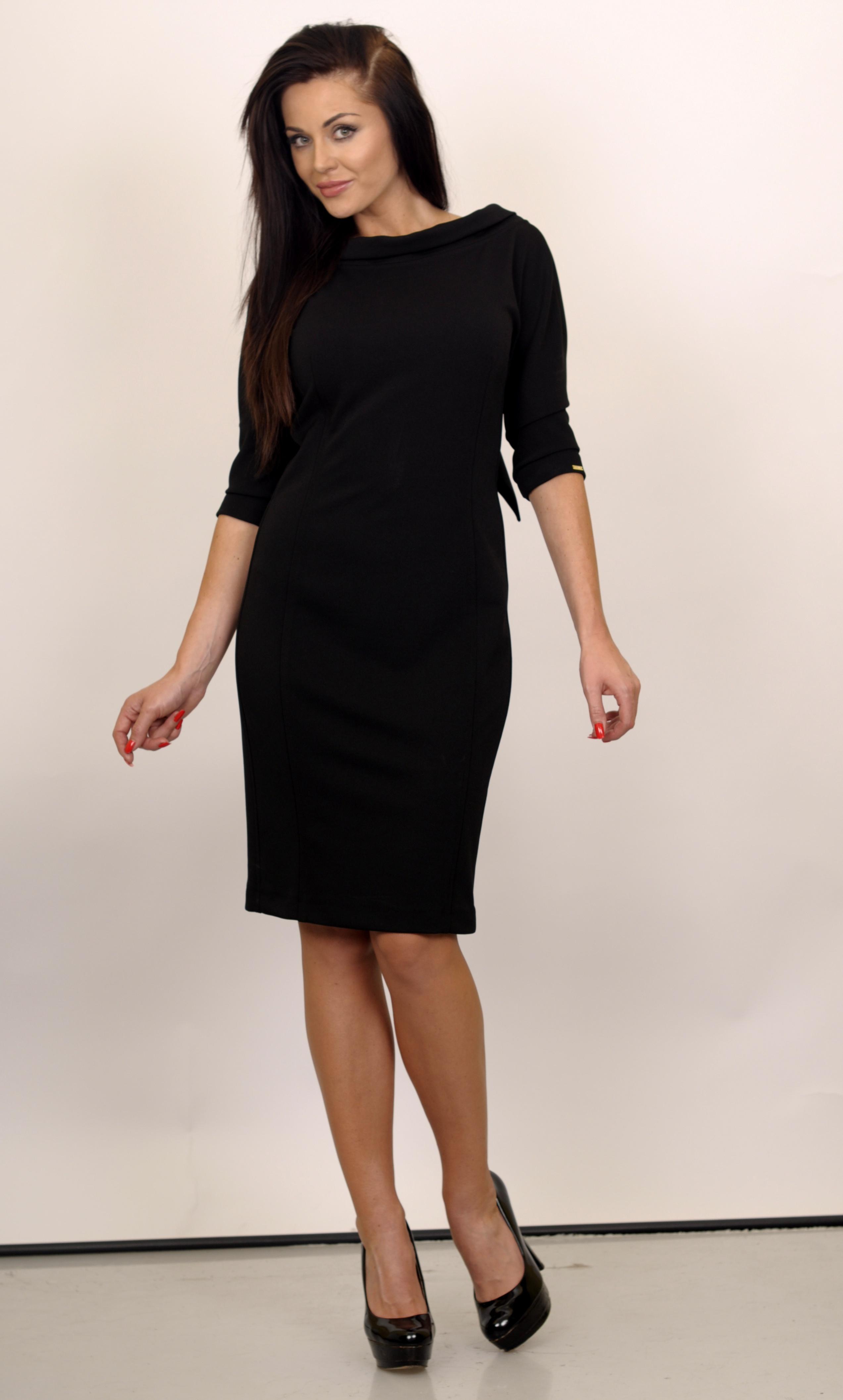 491c8cd3e1 Czarna prosta sukienka kolekcji MARY C    La Mode